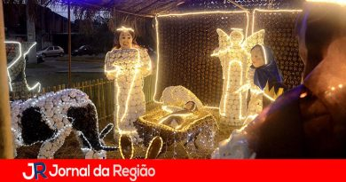 Várzea recebe Papai Noel e inaugura decoração iluminada
