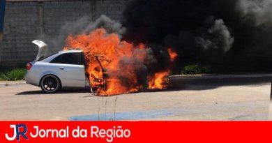 Mais um carro pega fogo em Jundiaí