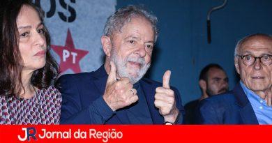 Lula relança livro sobre sua vida