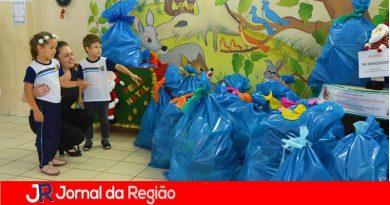 Crianças doam brinquedos para Campanha Natal Solidário